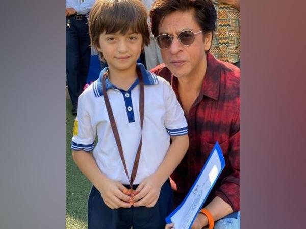 Bollywood super star Shah Rukh Khan with son AbRam Khan (Image Source: Instagram)