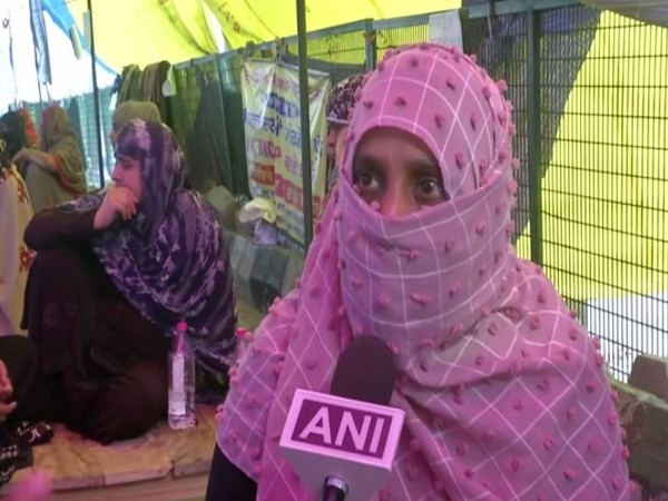 Salima, one of the protesters at Shaheen Bagh, speaking to ANI on Saturday. Photo/ANI