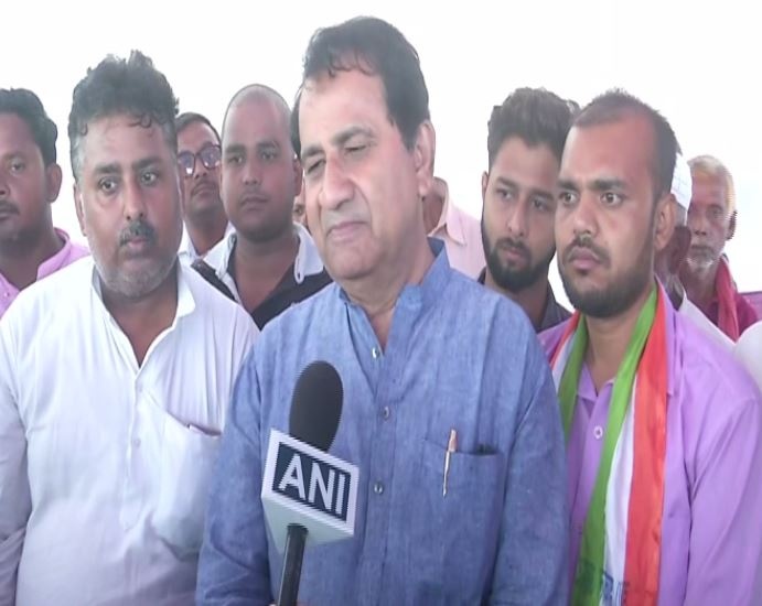 Rebel Congress leader and former Union Minister Shakeel Ahmad while speaking to ANI in Bihar on Friday. Photo/ANI