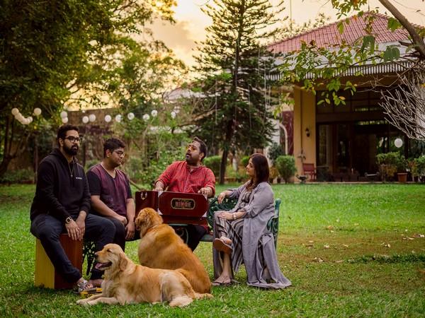 Shankar Mahadevan with his family for Asian Paints where the heart is