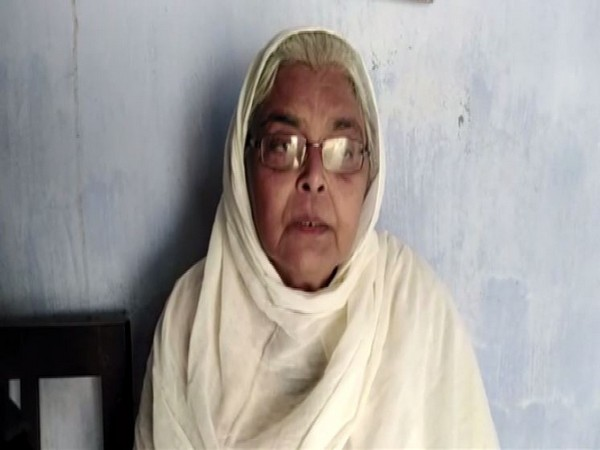 Ashfa Arshad, mother of Sharjeel Imam, talking to reporters in Jehanabad on Monday. Photo/ANI