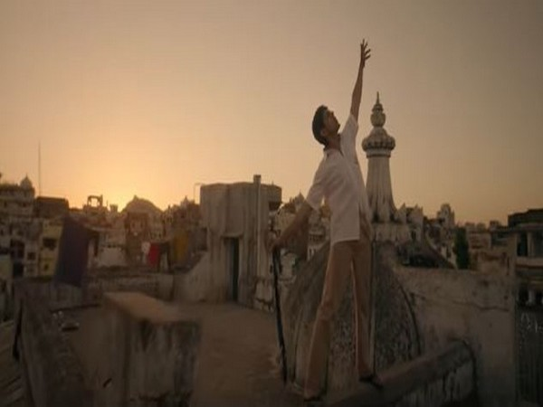 A still from the official song 'Shayad'