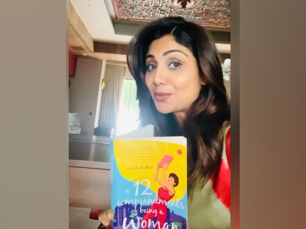 Actor Shilpa Shetty with Tahira Kashyap's 'The 12 Commandments Of Being A Woman.' (Image Source: Instagram)