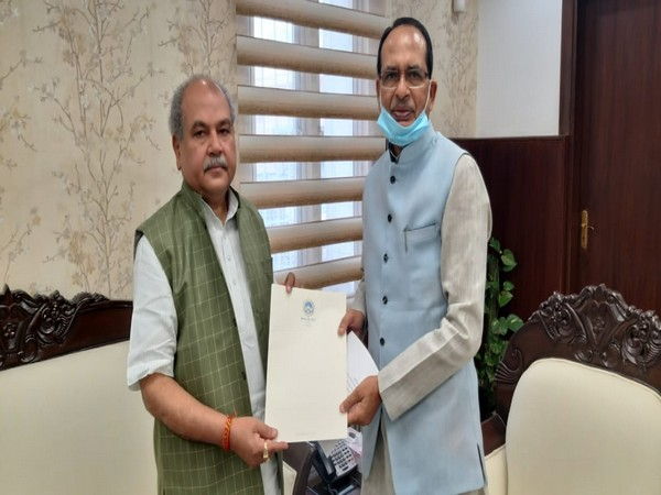 Madhya Pradesh Chief Minister Shivraj Singh Chouhan met Union Agriculture and Farmers' Welfare Minister Narendra Singh Tomar in Delhi today.