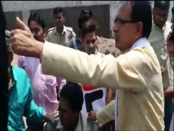 Former CM Shivraj Singh Chouhan with the road accident victims in Bhopal on Friday. Photo/ANI