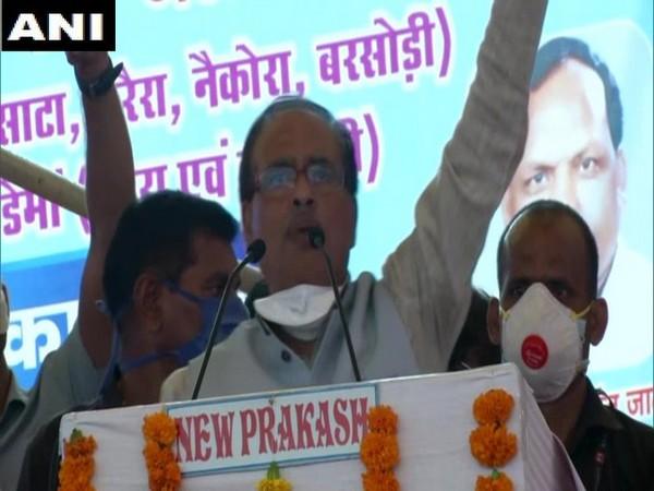 Madhya Pradesh Chief Minister Shivraj Singh Chouhan addressing a rally in Madhya Pradesh on Friday. Photo/ANI