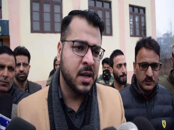 Shopian DDC Chaudhary Mohammad Yasin talking to reporters on Sunday. Photo/ANI