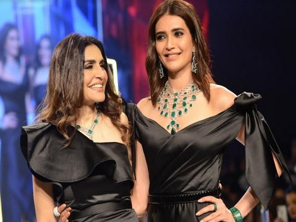 Queenie Singh and Karishma Tanna take a bow at the Jewels by Queenie show