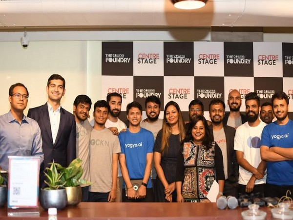 Sidharth Menda, Founder and Chairman - CoWrks and Nruthya Madappa, Managing Partner - The CoWrks Fundry & Director with Founders of eight Startups from Cohort 3.0