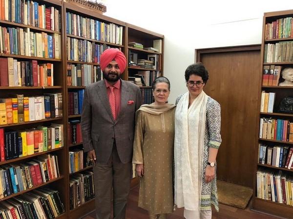 Navjot Singh Sidhu with Sonia Gandhi and Priyanka Gandhi. Photo/ANI