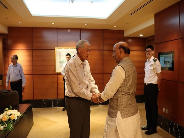 Defence Minister Rajnath Singh with his Singaporean counterpart NG Eng Hen on Monday (Picture Credits: RMO_India/Twitter)