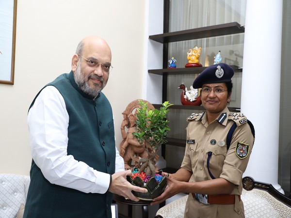 DIG Aparna Kumar being felicitated by Home Minster Amit Shah. (File photo)