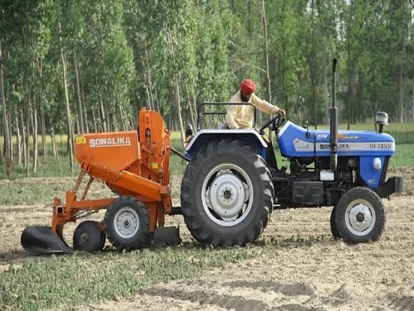 DI-745 III Sikander, Potato Planter