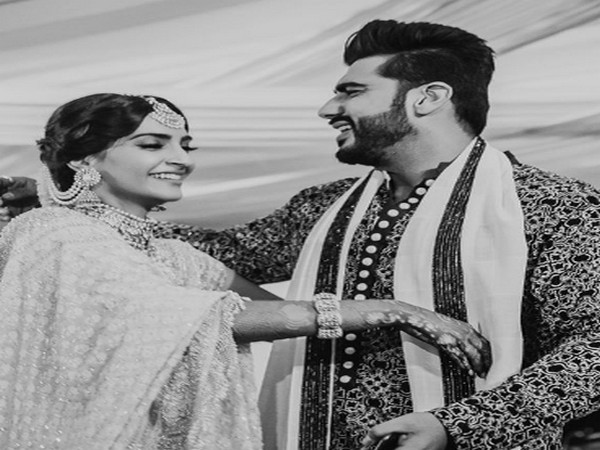 Actors and cousins Sonam Kapoor Ahuja and Arjun Kapoor (Image Source: Instagram)
