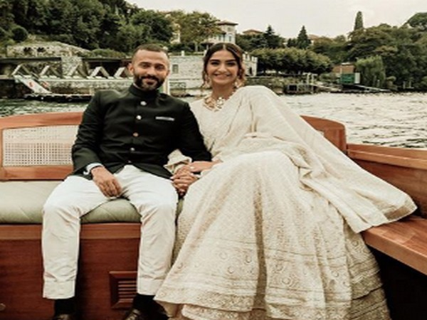 Actor Sonam Kapoor Ahuja with husband Anand Ahuja (Image Source: Instagram)