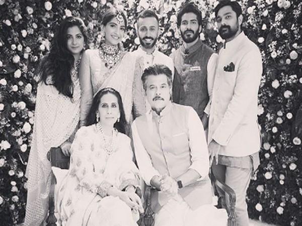 Sonam Kapoor's family picture (Image Source: Instagram)