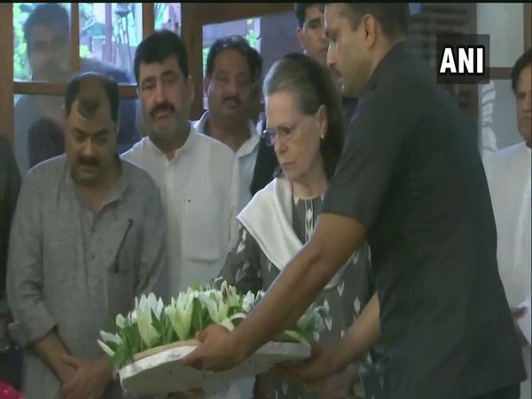 UPA chairperson Sonia Gandhi paying her tributes to former Delhi Chief Minister Sheila Dikshit at her residence in New Delhi on Saturday. Photo/ANI