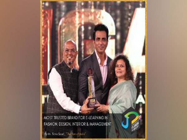 JD Institute Of Fashion Technology receives Award from Sonu Sood at International Glory Awards Goa 2021