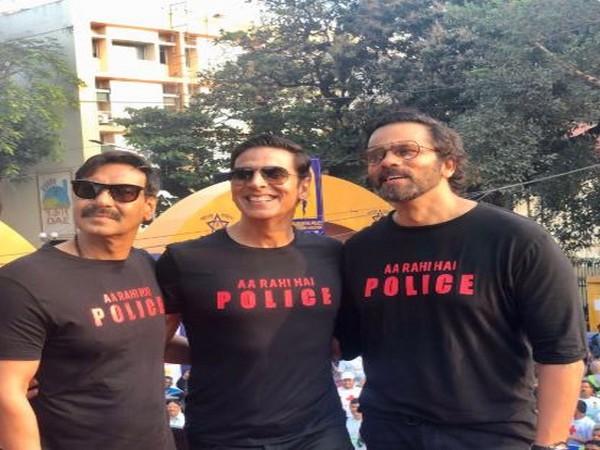 Ajay Devgn, Akshay Kumar and Rohit Shetty at Maharashtra Police International Marathon (Image courtesy: Twitter)