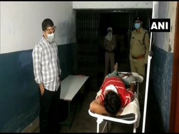 SP Vipin Tada (on the left) with the criminal (on the right) on a stretcher.