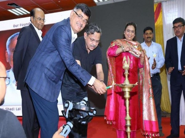 Ashok Minda, Sarika Minda, and Pradeep Shrivastava inaugurating the felicitation ceremony