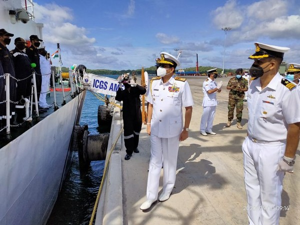 Vice Adm Nishantha Ulugetenne, Commander Sri Lanka Navy visited ICG ship Ameya at Trincomalee (Picture tweeted by Indian Coast Guard)