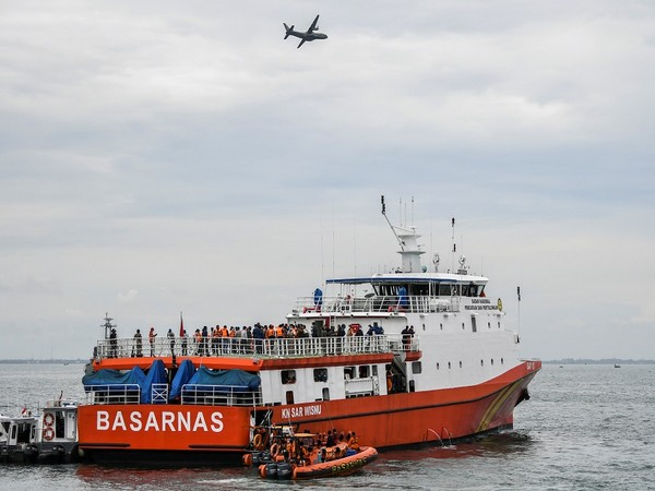 Search and rescue operation being carried for the crashed Sriwijaya Airplane (Photo Credit - Reuters)