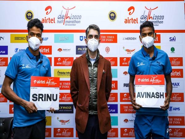 Indian athletes Srinu Bugatha (L) and Avinash Sable (R) with event ambassador Abhinav Bindra