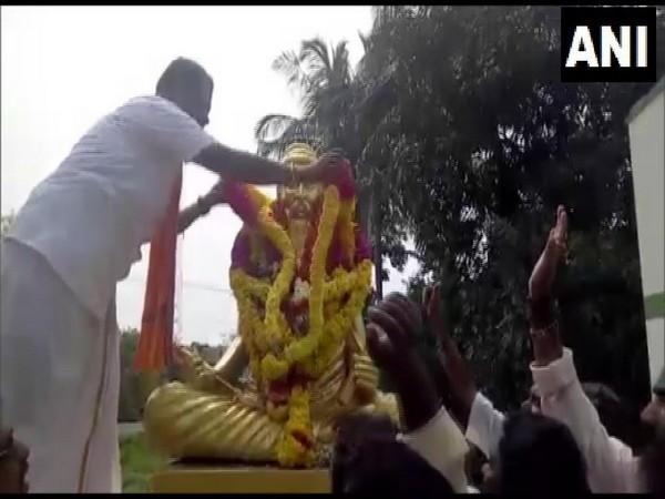 HMK president Arjun Sampath seen here garlanding the statue of Tamil poet Thiruvalluvar on Wednesday.