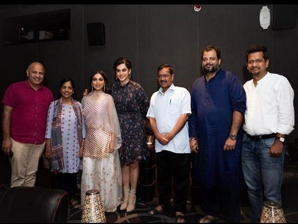 Bhumi Pednekar and Taapsee Pannu along with Chief Minister Arvind Kejriwal and Education Minister Manish Sisodia  (Image Courtesy:Instagram)