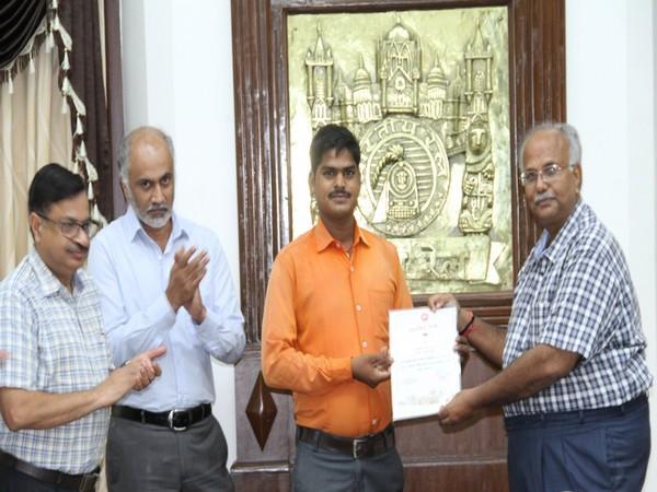 Gateman Sudeshwar Prasad Gupta (in orange shirt) being awarded by Central Railway officials.