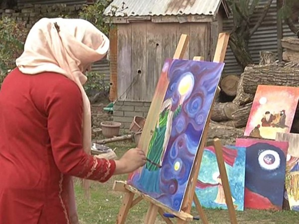 Badr-un-Nissa Bhat, a 20-year-old girl from Srinagar who creates Sufi paintings.