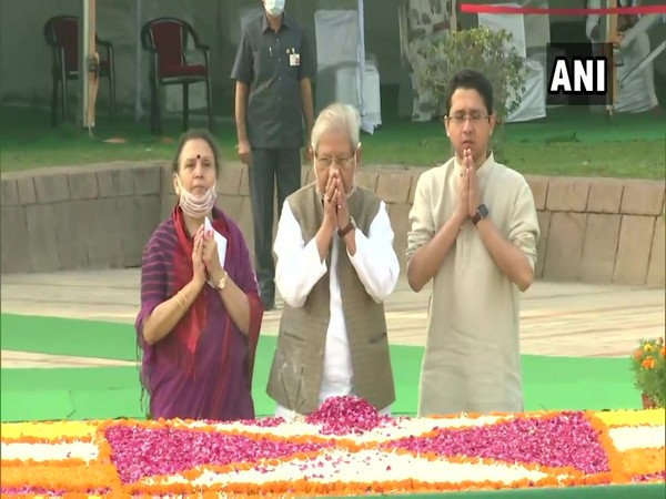 Lal Bahadur Shastri being offered floral tribute at Vijay Ghat in New Delhi on Friday. (Photo/ANI)