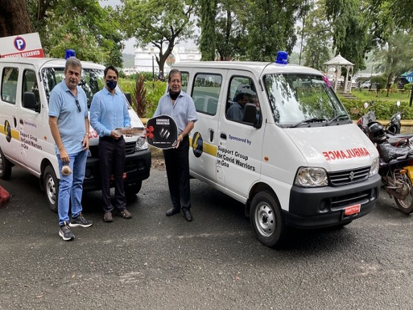 (L) Rajiv Thadani and (R) Mr Hemant Bhasin (Trustees, Support Group for COVID Warriors in Goa) handing over the ambulances to Ajeet Roy (DC/DM, North Goa)