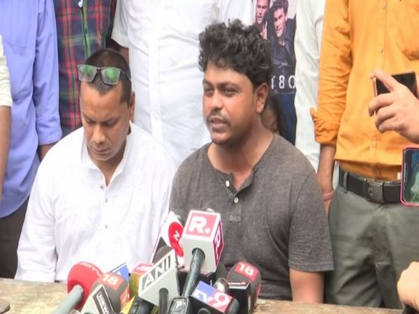 Father of 18-month-old boy who fell into gutter, Suraj Singh talks to media on Friday (ANI)