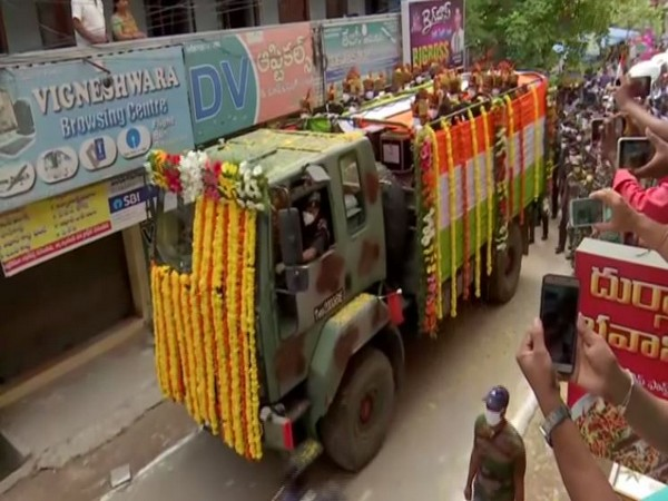 The mortal remains of Colonel Santosh Babu, the Commanding Officer of the 16 Bihar regiment, being taken for last rites. Photo/ANI