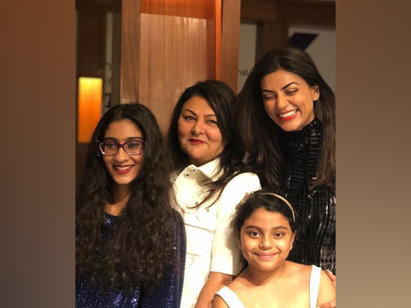 Sushmita Sen with her mother and daughters (Image Source: Instagram)
