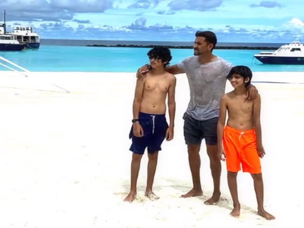 Actor Hrithik Roshan with his sons (Image Source: Instagram)