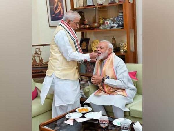 Former National President of BJP Murli Manohar Joshi and Prime Minister Narendra Modi. (Credit: Murli Manohar Joshi/ Twitter)
