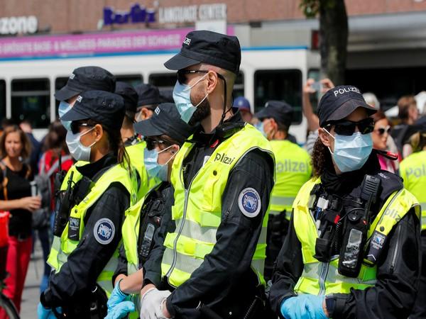 Switzerland police (Photo credit: Reuters)