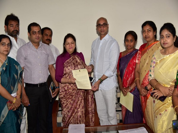 A delegation of Telugu Desam Party leaders met representatives of the National Commission for Women (NCW) on Sunday. Photo/ANI