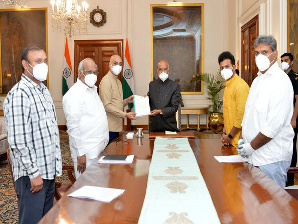 A delegation of Telugu Desam Party (TDP) submitted detailed report on destruction of democratic institutions to President Ram Nath Kovind in New Delhi on Thursday. Photo/ANI