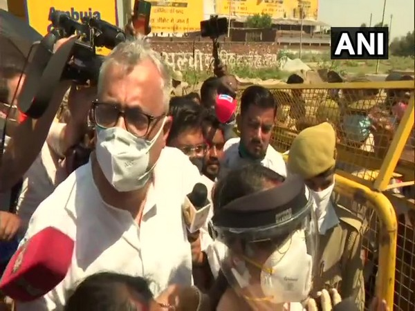TMC delegation stopped by UP Police at Hathras border on Friday. Photo/ANI