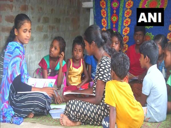 Sandhya teaching tribal children in her village. (Photo/ ANI)
