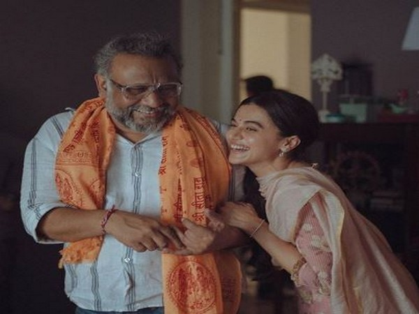 Actor Taapsee Pannu with director Anubhav Sinha from the sets of 'Thappad' (Image Source: Instagram)