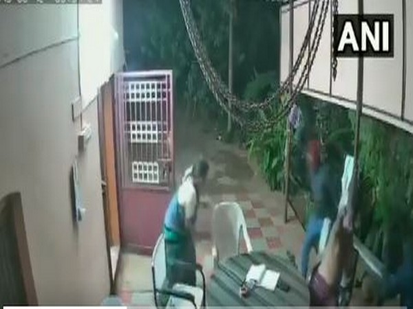 Elderly couple in Tamil Nadu chasing away thieves. Photo/ANI