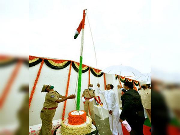 Telangana Chief Minister K Chandrashekar Rao hoists national flag on I-Day at Pragathi Bhavan on Saturday. Photo/ANI