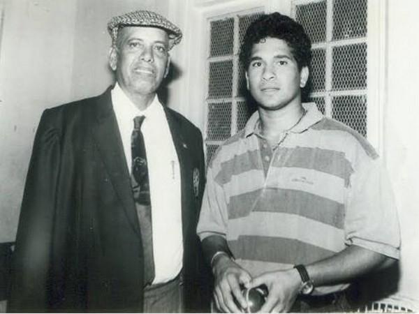 Sachin Tendulkar with coach Ramakant Achrekar (Photo/ Sachin Tendulkar Twitter)