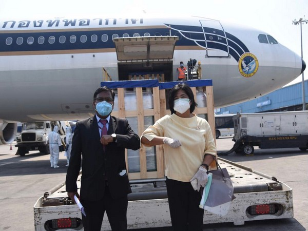 200 oxygen cylinders sent by Thailand (Photo/Credit: Twitter/@MEAIndia)