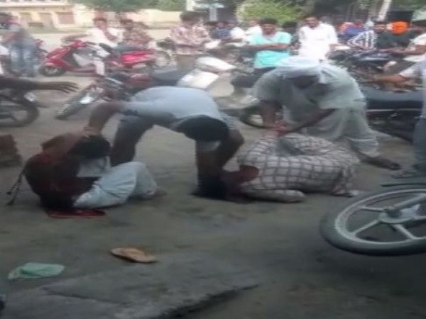 A video where two women are brutally beaten up by men gone viral on social media. Photo/ANI